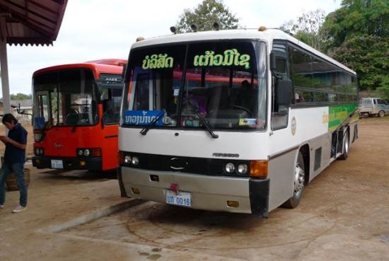 ルアンナムター行きのバス